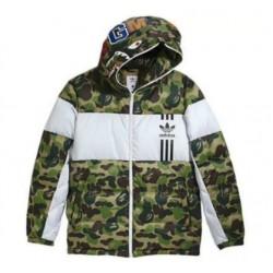 BAPE x Adidas спортно камуфлажно ватирано яке с цветен принт и качулка която се затваря до горе