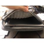 Стилена удароустойчива чанта джоб за лаптоп с дръжка и подплата от памучни издутини предпазващи вашият компютър от изпускане, удар, издраскване и водни пръски