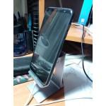 Стабилен стенд стойка за таблет и телефон изработен от плътен алуминии тази поставка за таблти и телефони е с много стилен дизайн и ви позволява да превърнете вапшият телефон или таблет в настолен компютър