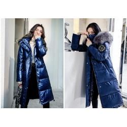 Дълго ватирано лъскаво зимно яке с качулка с голямо пухче и избор от 3 белстящи цвята, абсолютна защита от студа