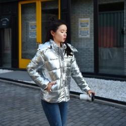 Дамско ватирано яке пухенка в сребърен или златен искрящ цвят хром, лъскава материя, меко и топло зимно яке с качулка