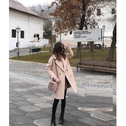 Топло дамско вълнено палто със стилен дизайн подходящо за есента и зимата и дължина над коленете