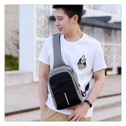 Мъжка чанта с презрамка за рамото за носене от ляво или от дясно с USB изход иводоустойчиво покритие и скрит цип