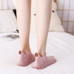 Дамски памучни чорапи до глезена с картинка на Мечок отзад, избор от десет различни цвята - 1 чифт