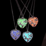 Светещо в тъмното колие огърлица с формата на сърце в избр от 4 фосфорициращи цвята