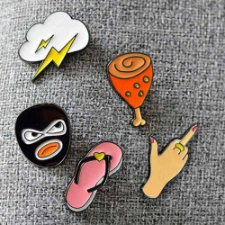 Комплект от 5 бр метални значки с различни форми на бутче, облак, крадец, джапанка и ръка