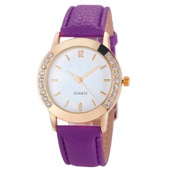 Елегантен дамски часовник с кожена каишка и украса от кварцови кристали